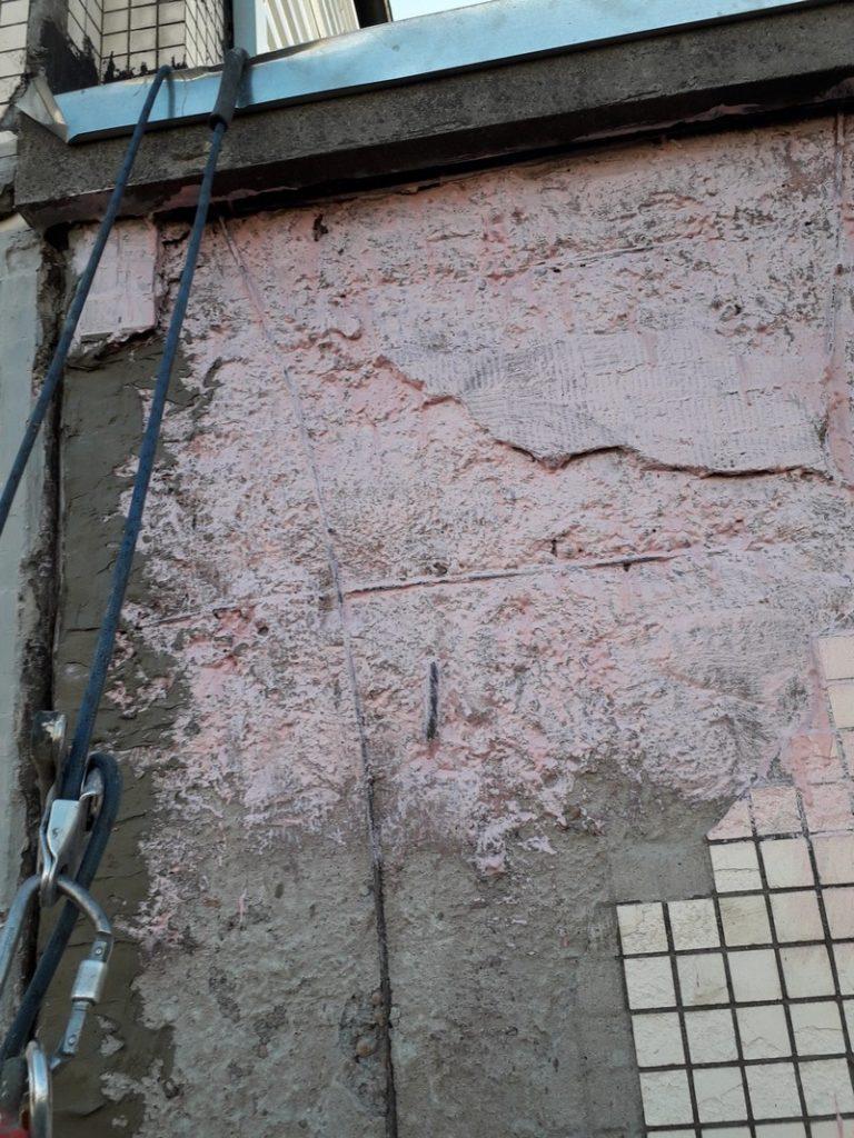 поврежденные плиты дом фото