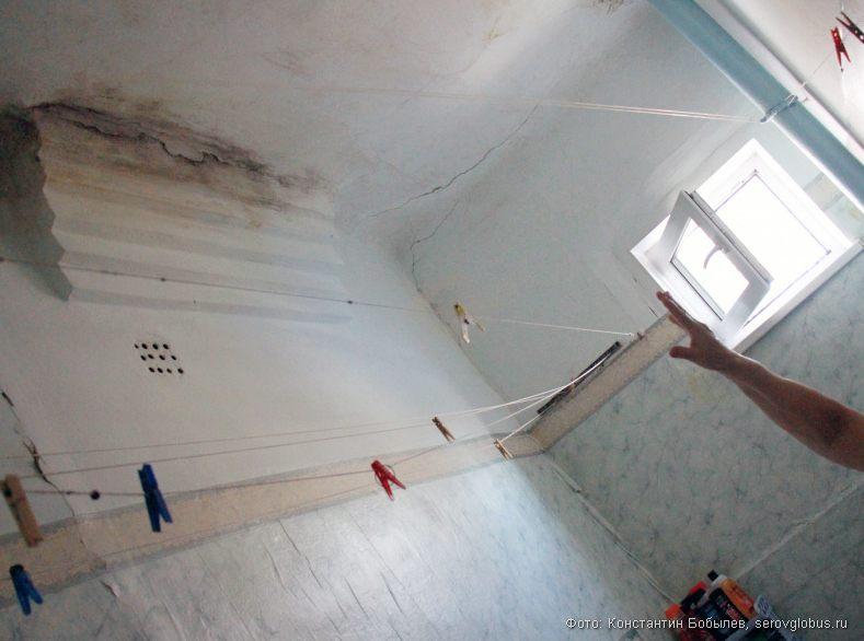 протечка потолка фото